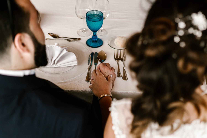 foto original de noivos de mão dada