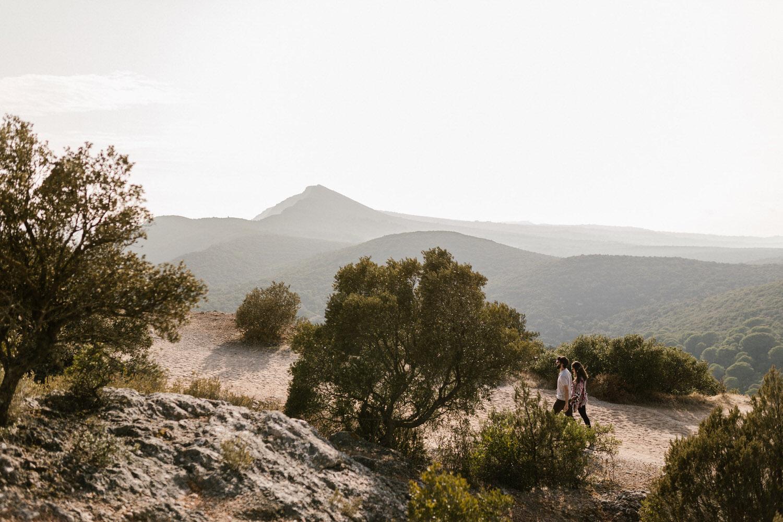retrato natural de namorados a passear na Serra da Arrábida