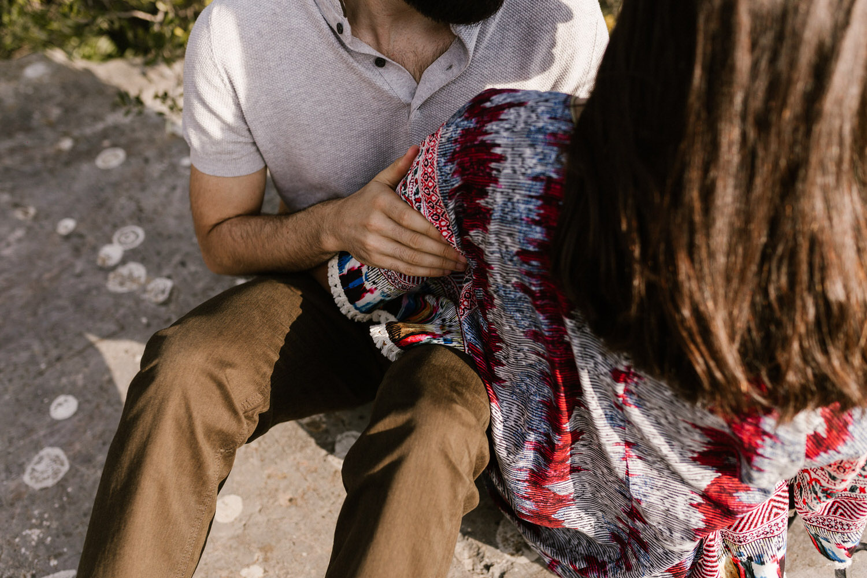 retrato aproximado de um casal na sessão de namoro em Setúbal