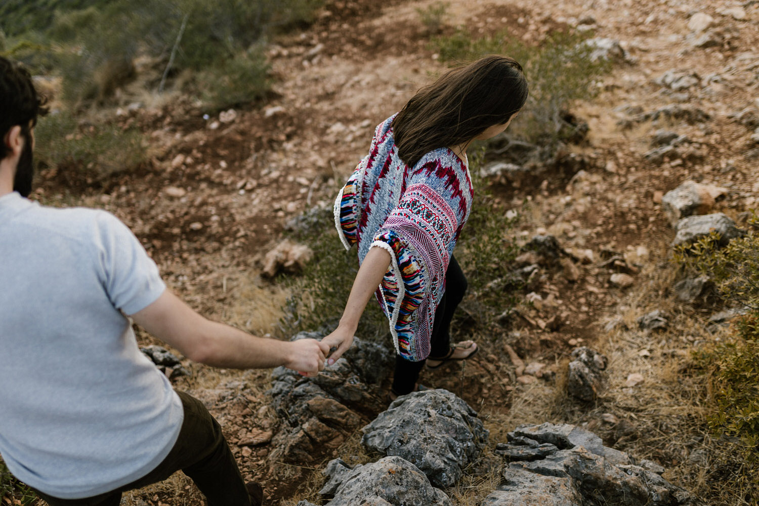 candid photo of a couple wandering through the hills of Arrábida
