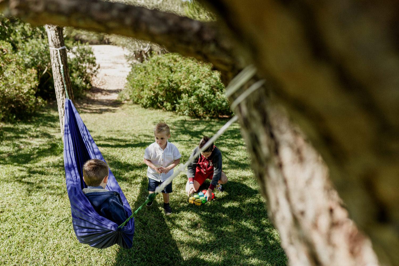 crianças a brincar no jardim