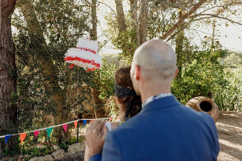 pinata em forma de bolo de casamento