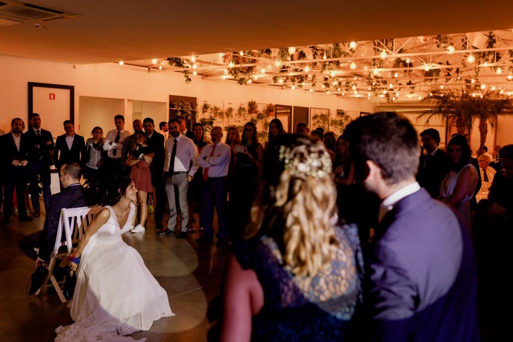 jogo do sapato na quinta espaço caiado durante a festa do casamento