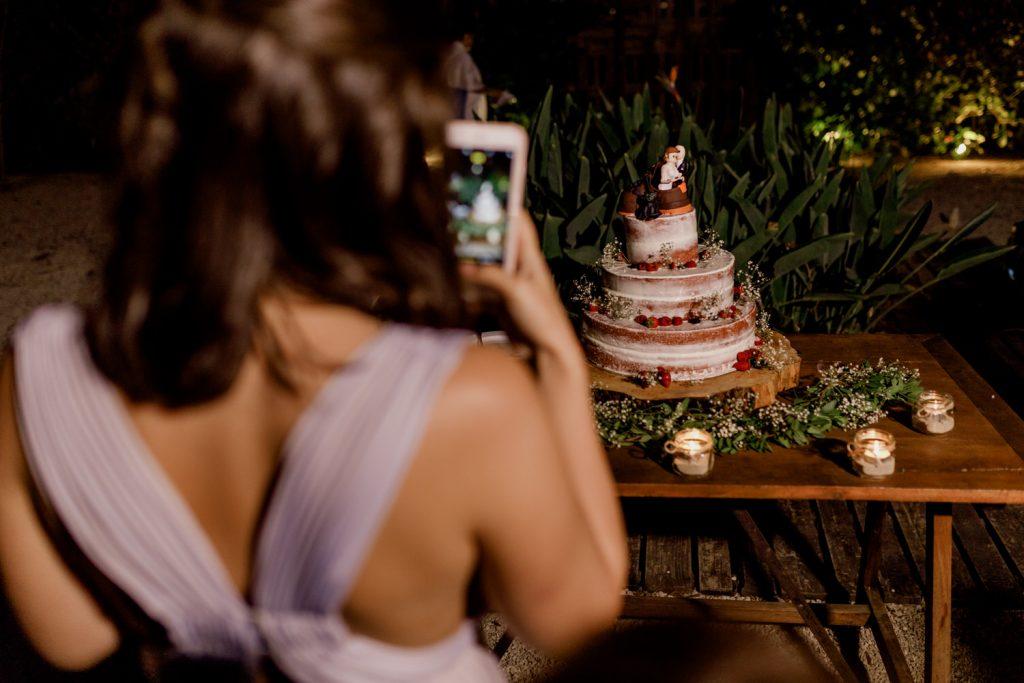 convidada a fotografar o bolo de casamento