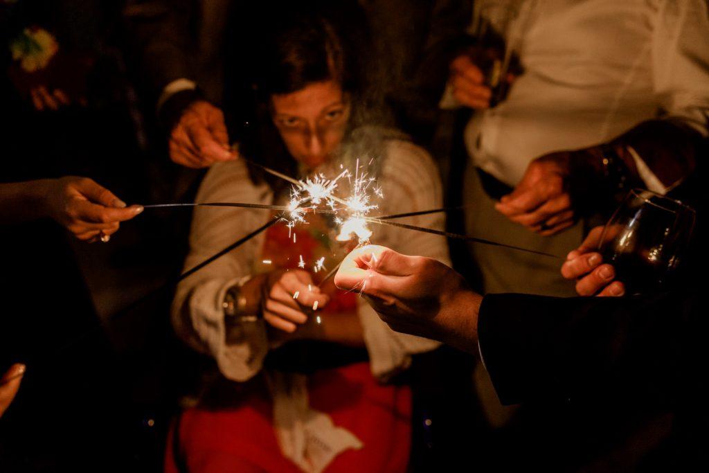 convidados acendem sparkles