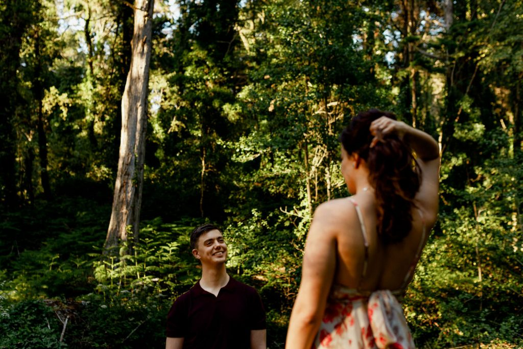 boyfriend and girlfriend looking at each other in the woods of Sintra